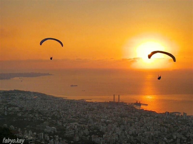 sunset sunsetlovers sunsetporn skylovers lebanonspotlights  paragliding... (Our Lady of Lebanon)